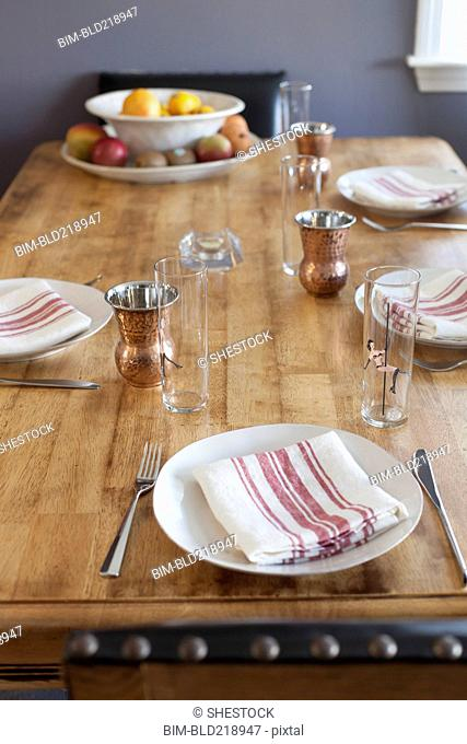 Napkins and place settings on table