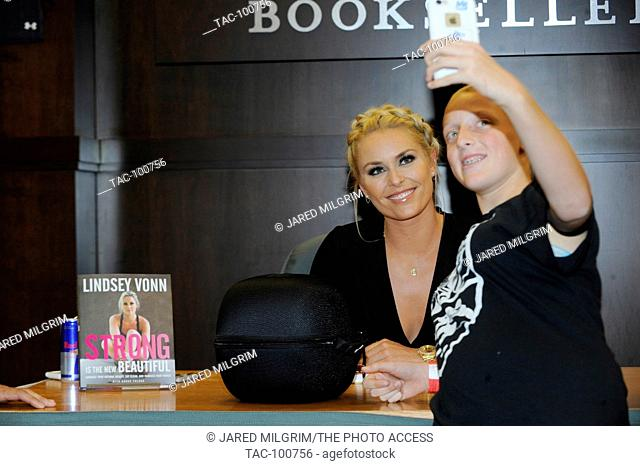 """Lindsey Vonn takes a selfie with a fan at her """"""""Stronger"""""""" book signing at Barnes & Noble at The Grove on October 10, 2016 in Los Angeles, California"""
