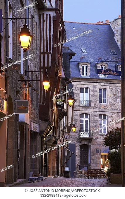 Dinan, Old Town, Dusk, Bretagne, Brittany, Côtes d'Armor Department, Chateulin distict, France