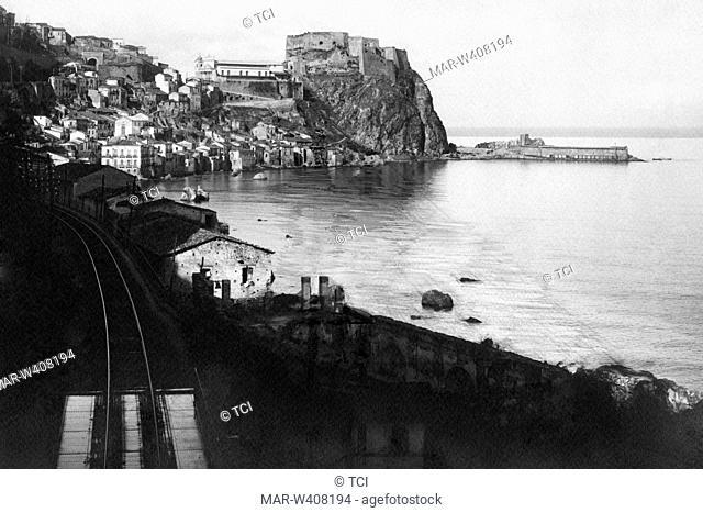 Europe, Italy, Calabria, Reggio Calabria, Scilla east side, view of the neighborhood chianalea, 1930-40