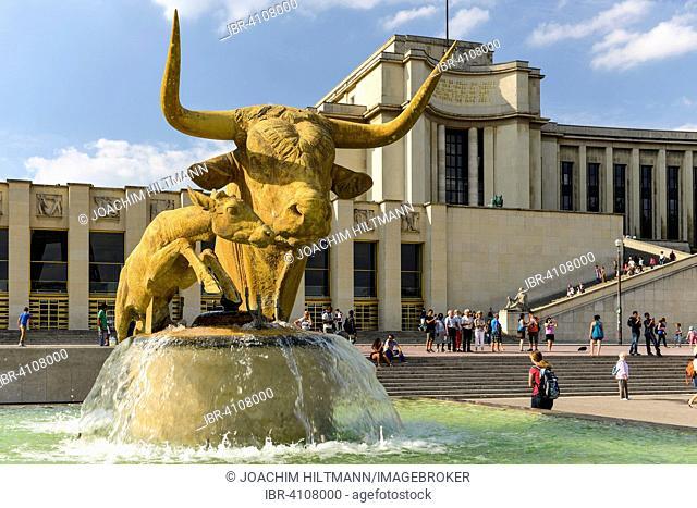 Bronze sculpture of the bull and the deer by Paul Jouve front of the Palais de Chaillot, Trocadéro, Paris, France