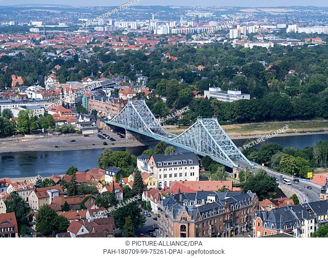 04 July 2018, Germany, Dresden: The bridge 'Blaues Wunder' (lit. blue wonder; Loschwitz Bridge) between the Dresden districts Loschwitz (in the foreground) and...