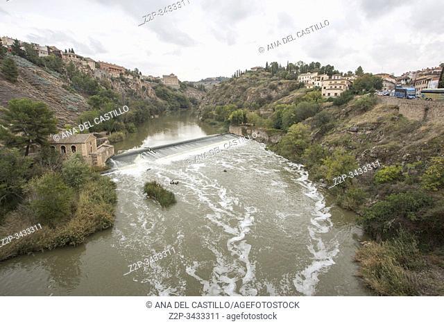 Toledo, Castilla, Spain: Alcantara bridge over Tagus river