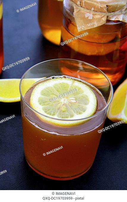 Kombucha with lemons