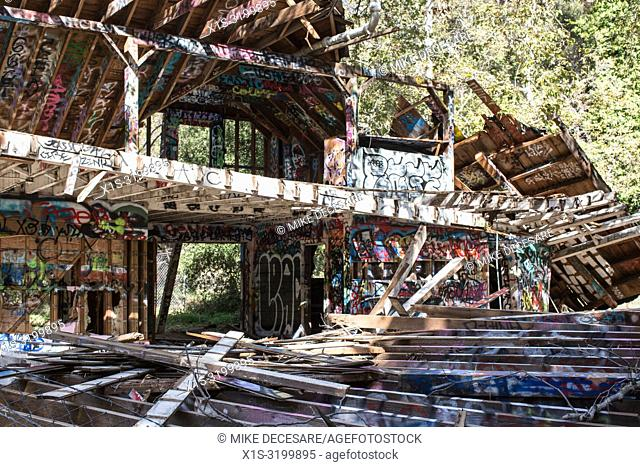 The remains of a dark period in American history, when Nazi sympathizers established a ranch mean to be self sufficient in the Pacific Palisades outside Santa...