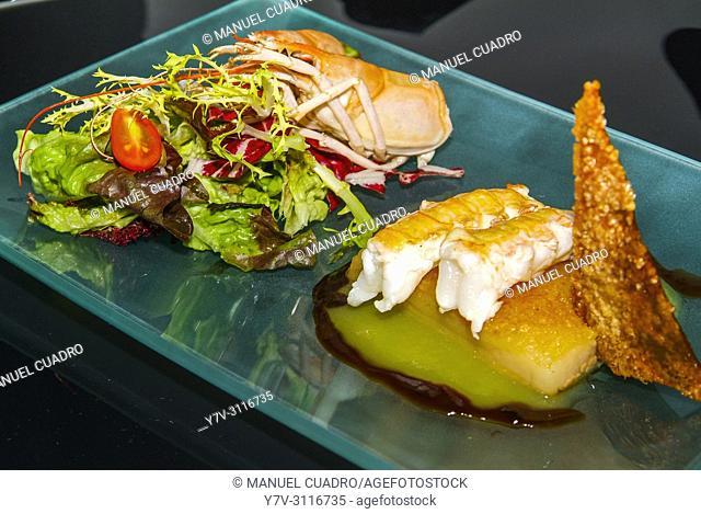 Plato de Papada de cerdo y cigalas (Iberian pork jowl with Norway Lobster). Restaurante Casa Toni. San Vicente de la Sonsierra, La Rioja, Spain