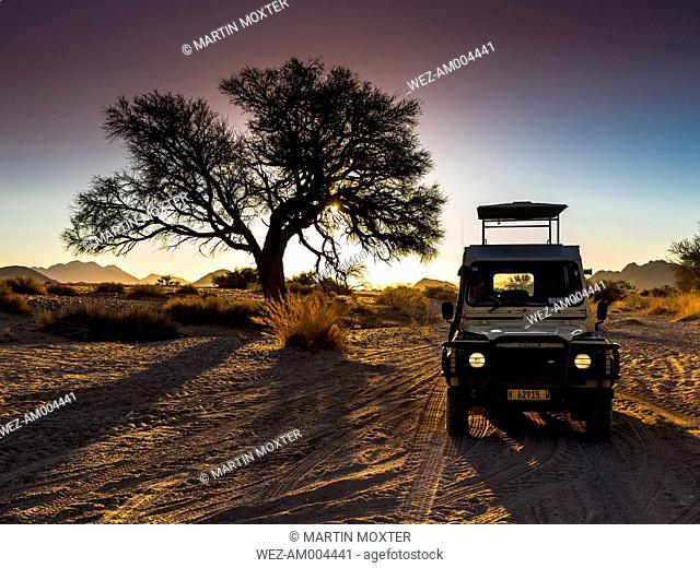Africa, Namibia, Namib Desert, Landrover in Kulala Wilderness Reserve