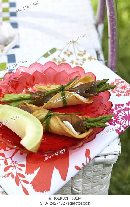 Crepe rolls with melon slices for a picnic