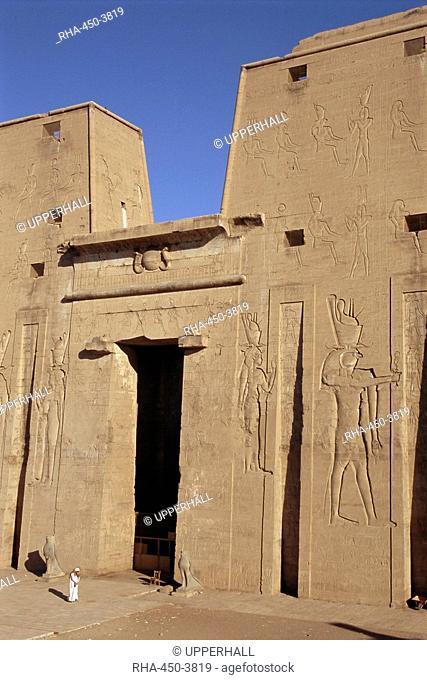 Pylon, the temple of Horus, archaeological site, Edfu, Egypt, North Africa, Africa