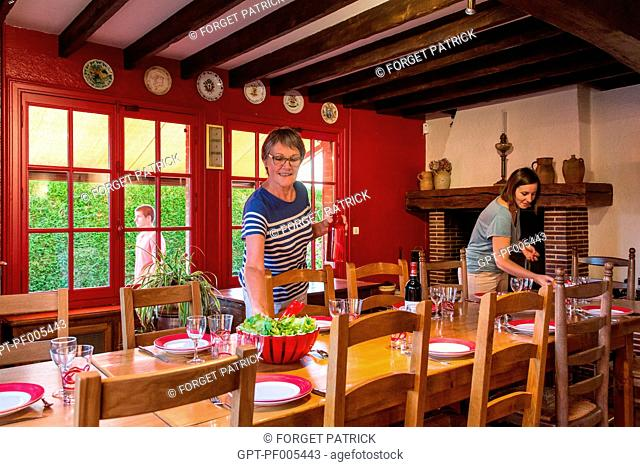 SETTING THE TABLE IN THE DINING ROOM, GRAND GITE DE CHARTRES, MESLAY-LE-GRENET (28), FRANCE