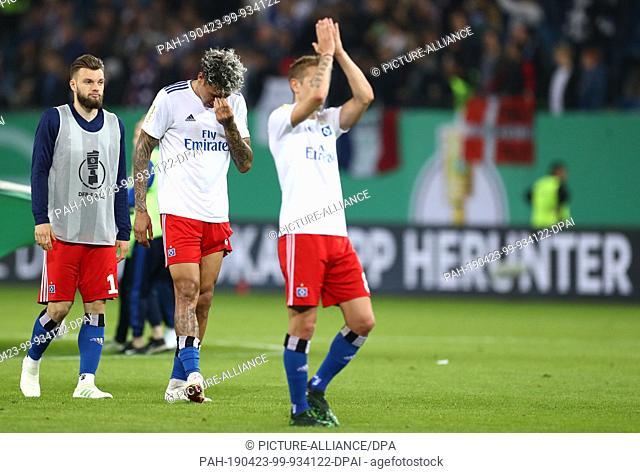 23 April 2019, Hamburg: Soccer: DFB Cup, semi-final: Hamburger SV - RB Leipzig in the Volksparkstadion. Hamburg's Leo Lacroix (M)