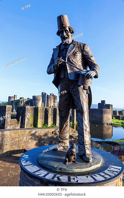Wales, Glamorgon, Caerphilly, Statue of Comedian and Magician Tommy Cooper and Caerphilly Castle