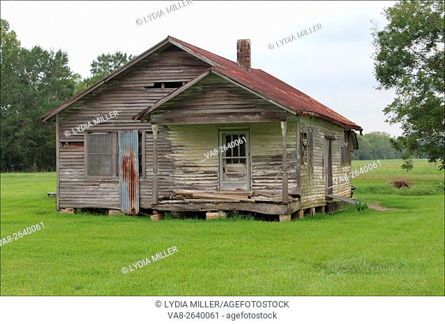 This once loved home now stands lonely and abandoned and in need of some TLC near Houma, Louisiana, USA