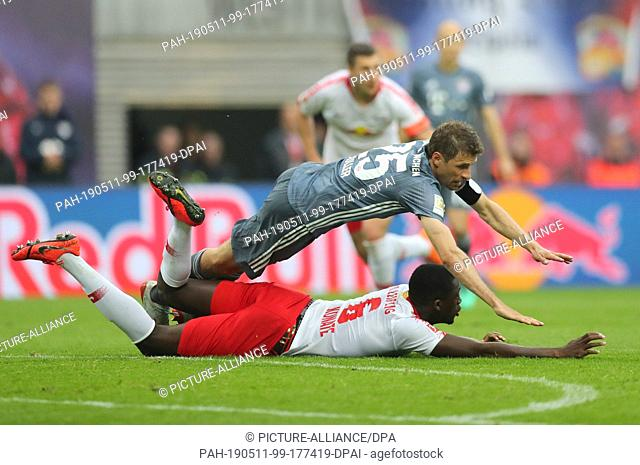 11 May 2019, Saxony, Leipzig: Soccer: Bundesliga, 33rd matchday, RB Leipzig - Bayern Munich in the Red Bull Arena. Thomas Müller of Bavaria against Ibrahima...