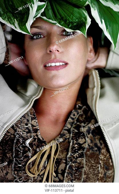 Junge Frau im Fr?hling - well being / * Model Released* / Farbprofil: ECI-RGB.icc  - on Location - Studio, Hamburg, Hamburg, 12/05/2004