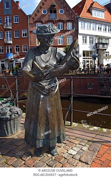 Bronze statue, fishing woman with pike, old fish market, old harbour, old town of Stade, Lower Saxony, Germany