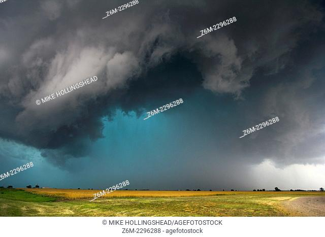 Supercell producing large hail moves over Meno Oklahoma