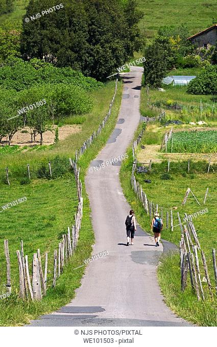 Hikers on the road of Pilotegi, Igueldo town direction, Donostia-San Sebastián, Guipuzcoa, Basque Country, Spain