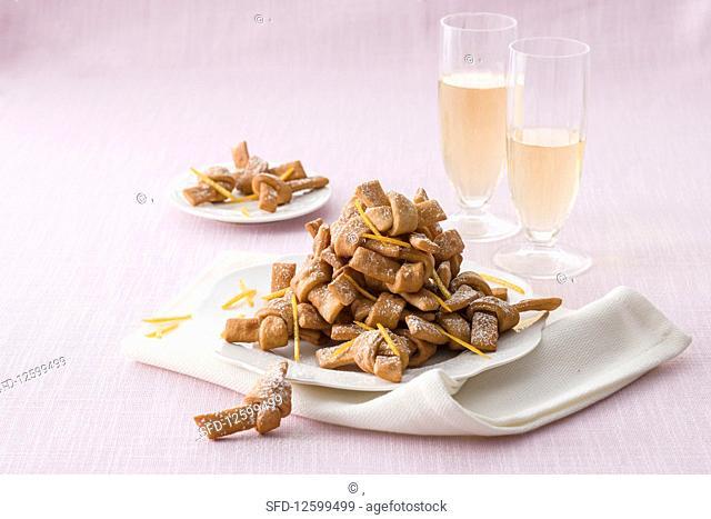 Nodini al miele e cannella (biscuits, Italy)