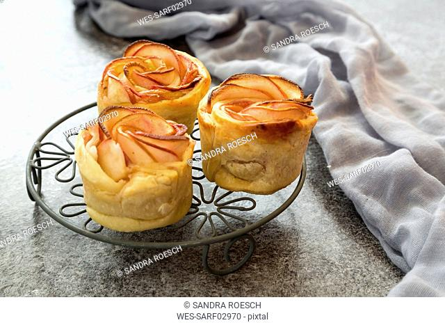 Filo pastry apple cakes in rose shape on cooling grid