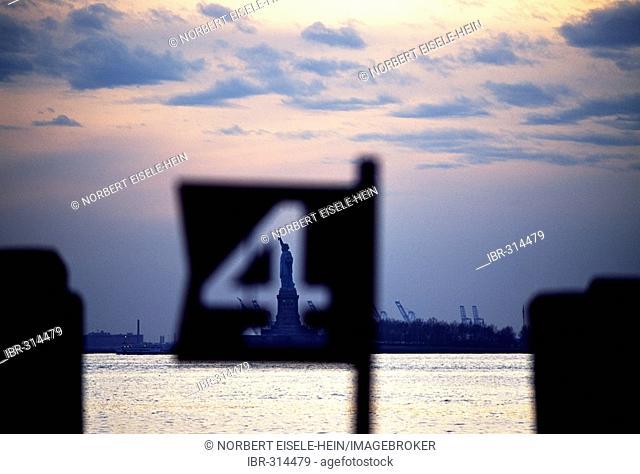 Docks, Manhattan, Statue of Liberty, New York City, USA, North America