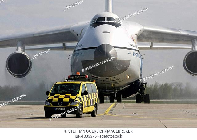 Vehicle of the ground control in front of a Antonov 124, Munich Airport, Bavaria, Germany, Europe