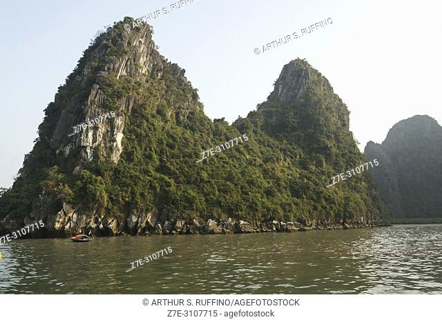 Ha Long Bay. Limestone karst topography. UNESCO World Heritage Site, Quang Ninh Province, Vietnam, Southeast Asia