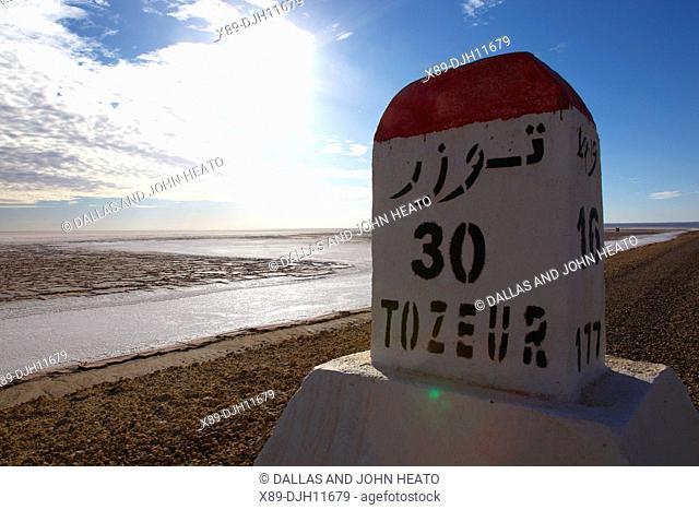 Africa, Tunisia, Chott El Jerid, Flat Dry Salt Lake, Highway between Tozeur and Kebili, Distance Signpost