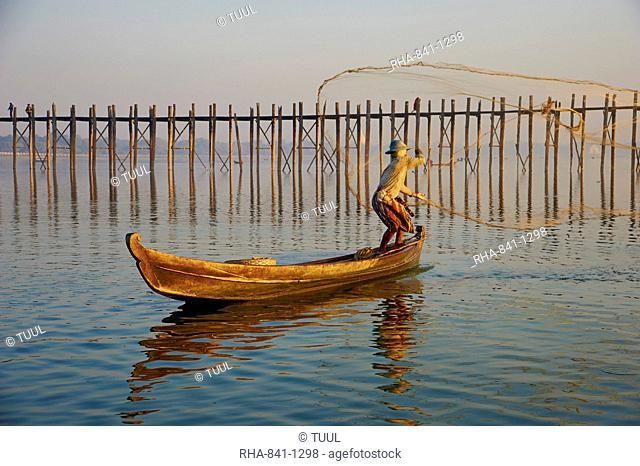 Fisherman on Taung Thama Lake and U Bein bridge at Amarapura, Mandalay Province, Myanmar (Burma), Asia
