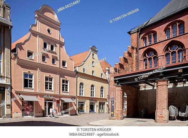 Stralsund, Ossenreyer street with old houses, town hall