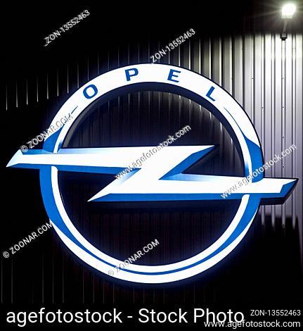 Opel Logo am Warenverteilzentrum der Opel Group Warehousing GmbH im Stadtteil Langendreer, Bochum, Ruhrgebiet, Nordrhein-Westfalen, Deutschland, Europa