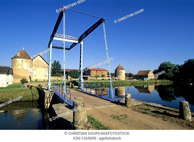 bascule bridge at Dirol, Canal of Nivernais, Nievre department, region of Burgundy, center of France, Europe