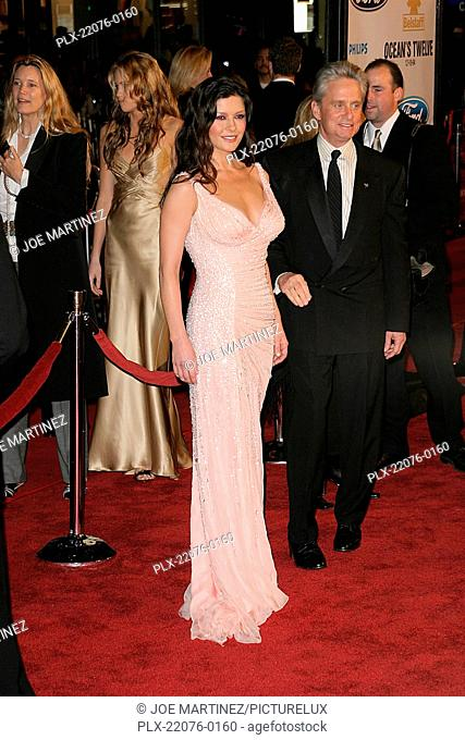 Oceans Twelve Premiere 12 8 2004 Catherine Zeta Jones Michael Douglas Photo
