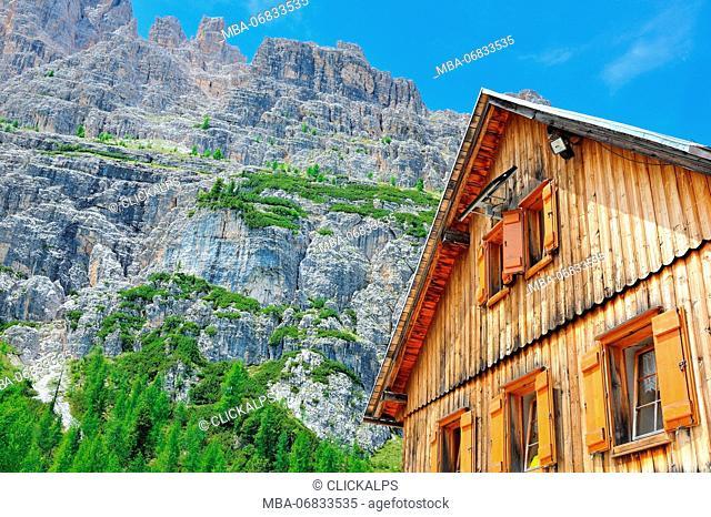Lago de Federa, Croda da Lago, Palmieri Hut, Cortina d'Ampezzo valley, Dolomites, Alps, Province of Belluno, Veneto Region, Italy