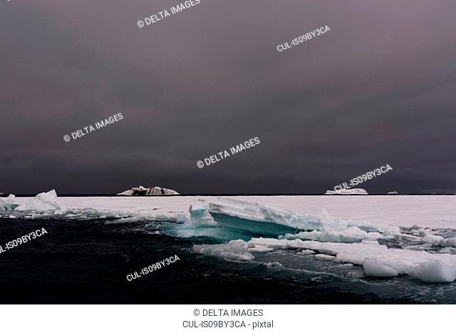 Sea ice with icebergs on horizon, Brasvellbreen. south of Austfonna ice cap, Nordaustlandet, Svalbard, Norway