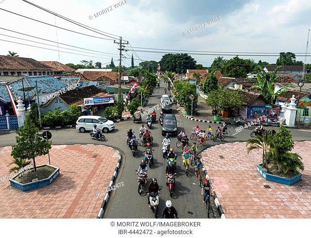Intersection, traffic, street with rickshaws, cars and cyclists, Yogyakarta, Java, Indonesia