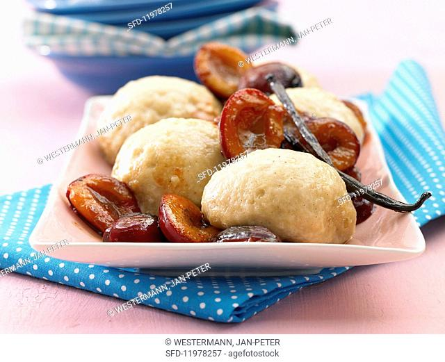 Dampfnudeln (steamed, sweet yeast dumplings) with vanilla and damson compote