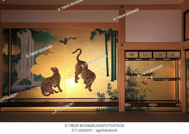 Japan, Nagoya, Castle, Hommaru Palace, interior, screen paintings,