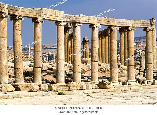 Oval Plaza with colonnade and ionic columns, Jerash, Gerasa Roman Decapolis City, Jordan, Middle East