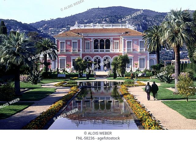 Fountain in front of villa, Villa Ephrussi de Rothschild, Cap Ferrat, Saint-Jean-Cap-Ferrat, French Riviera, France
