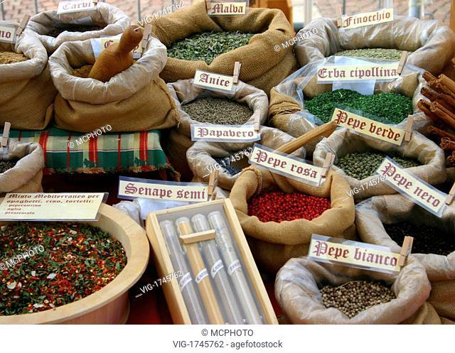 Italian market, kingdom of taste and spices - Italien, 01/10/2005