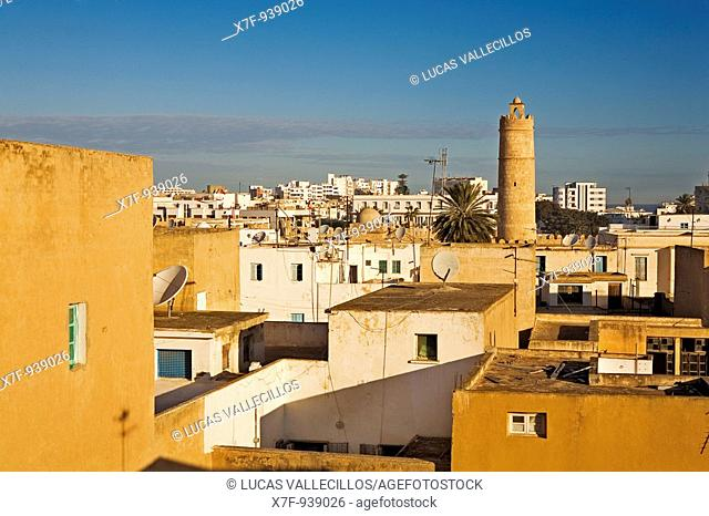 Tunez: Sousse Roofs of the medina, in background at right the Ribat tower