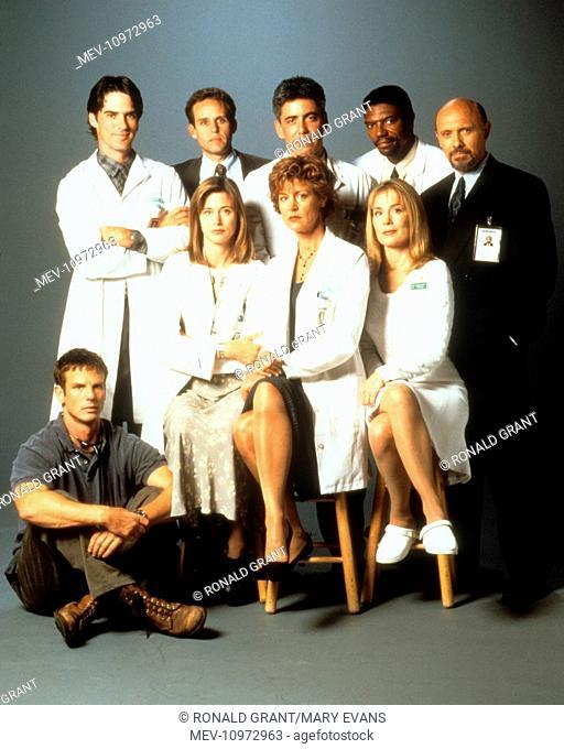 CHICAGO HOPE [US TV SERIES 1994 -2000] [Back row L-R] THOMAS GIBSON, PETER MACNICOL, ADAM ARKIN as Dr. Aaron Shutt, VONDIE CURTIS-HALL