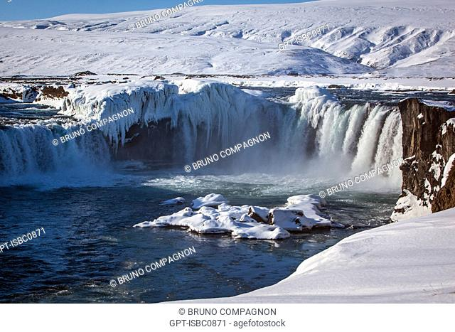 GODAFOSS FALLS, CASCADE OF THE GODS, SITUATED ON THE RIVER SKJALFANDAFLJOT IN THE REGION OF LAKE MYVATN, NORTHERN ICELAND, EUROPE