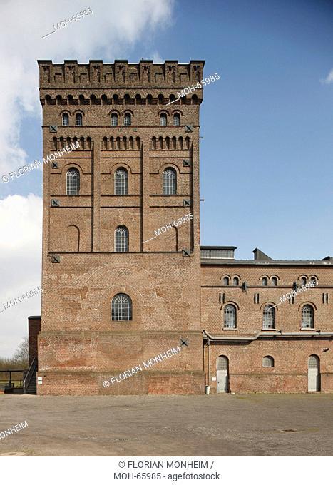 Malakow-Turm über Schacht 1 und das angebaute Fördermaschinengebäude