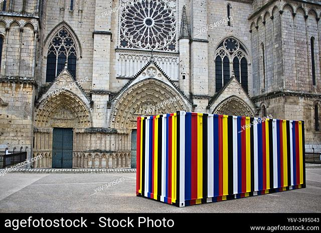 """""""""""Bottari 1999-2019"""", a 20 feet shipping container containing the artist's personal belongings by Kimsooja ( Saint Pierre cathedral at Poitiers, France)"