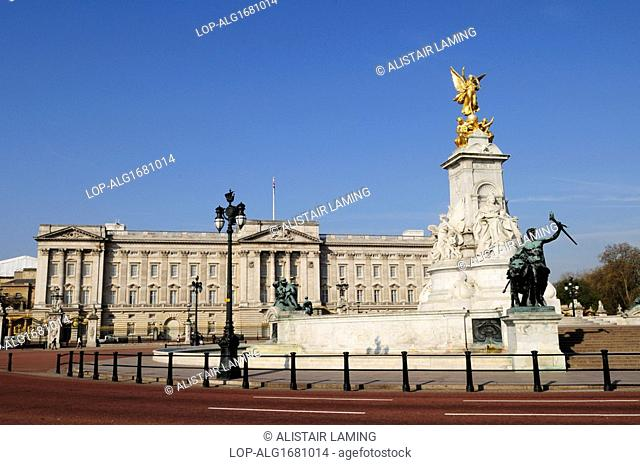 England, London, Buckingham Palace. The Queen Victoria Monument in Queen's Gardens outside Buckingham Palace