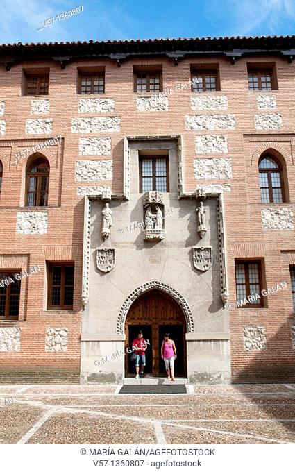 Courtyard, La Mota castle. Medina del Campo, Valladolid province, Castilla León, Spain