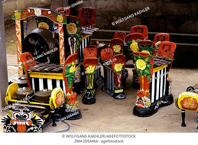 INDONESIA, BALI, SMALL TEMPLE, CEREMONY, GAMELAN INSTRUMENTS