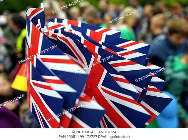 08 May 2019, Saxony-Anhalt, Wörlitz: British flags can be seen during the visit of the British Prince Charles to Wörlitz